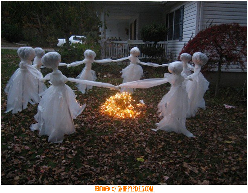 dancing ghosts - Amazing Halloween Decorations
